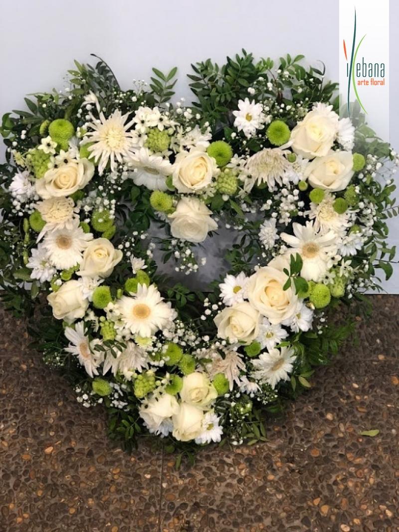 Centro de Corazón de flores frrescas