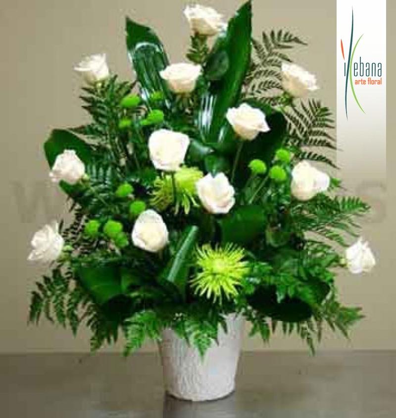 Centro  de rosas blancas funeral