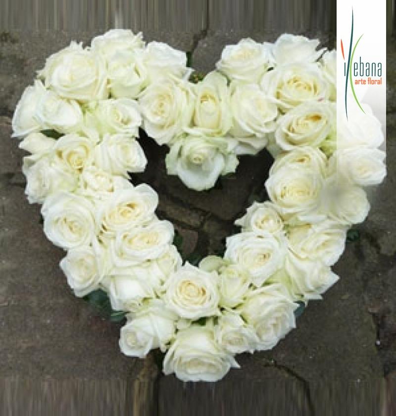 Corazon de rosas blancas