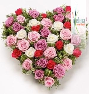 Corazon de rosas variadas