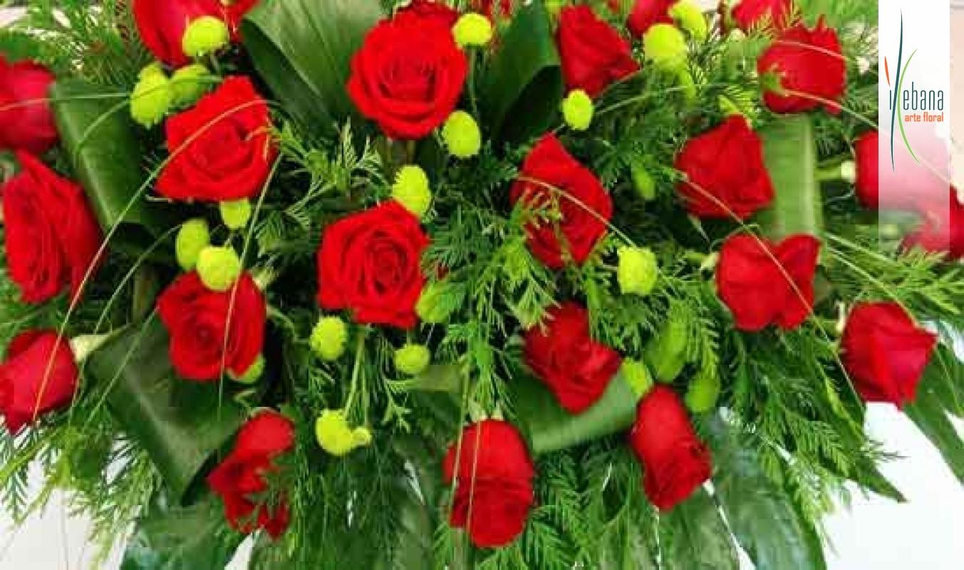 Palma de rosas rojas