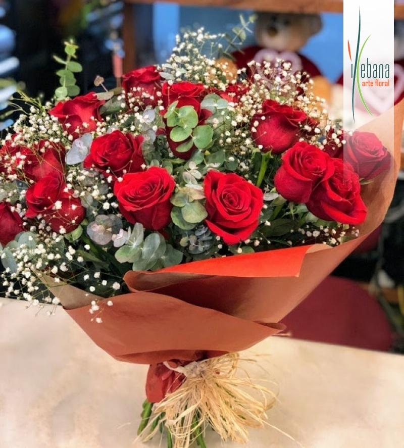 Ramo de 18 rosas funeral
