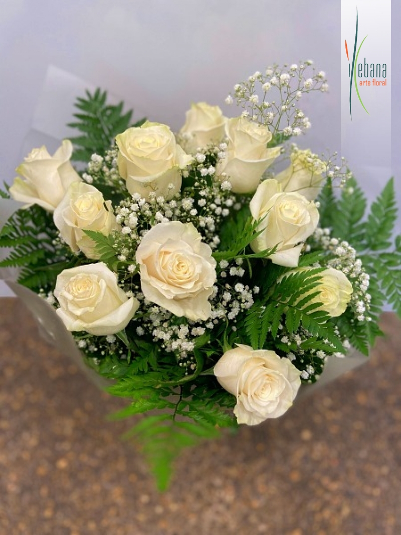 Ramo de 9 rosas blancas funeral